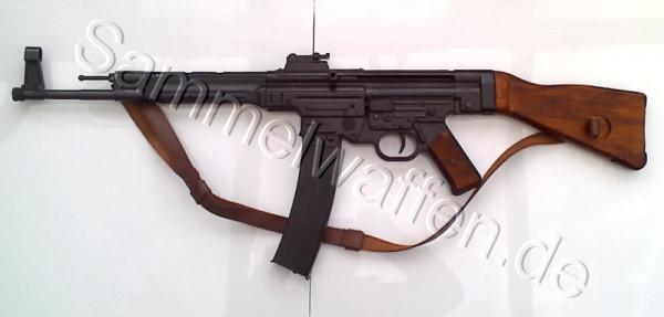 MP 44 mit Ledertrageriemen.